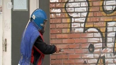 пясъкоструене за почистване на графити