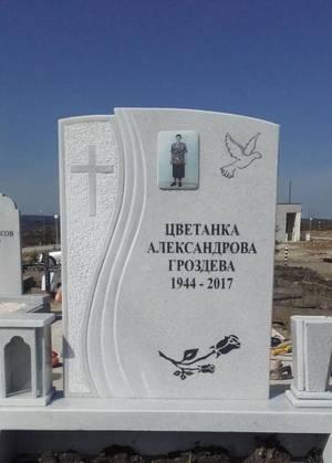 Надгробни паметници от мрамор и гранит. Паметници със стъклено лице и урнови плочи
